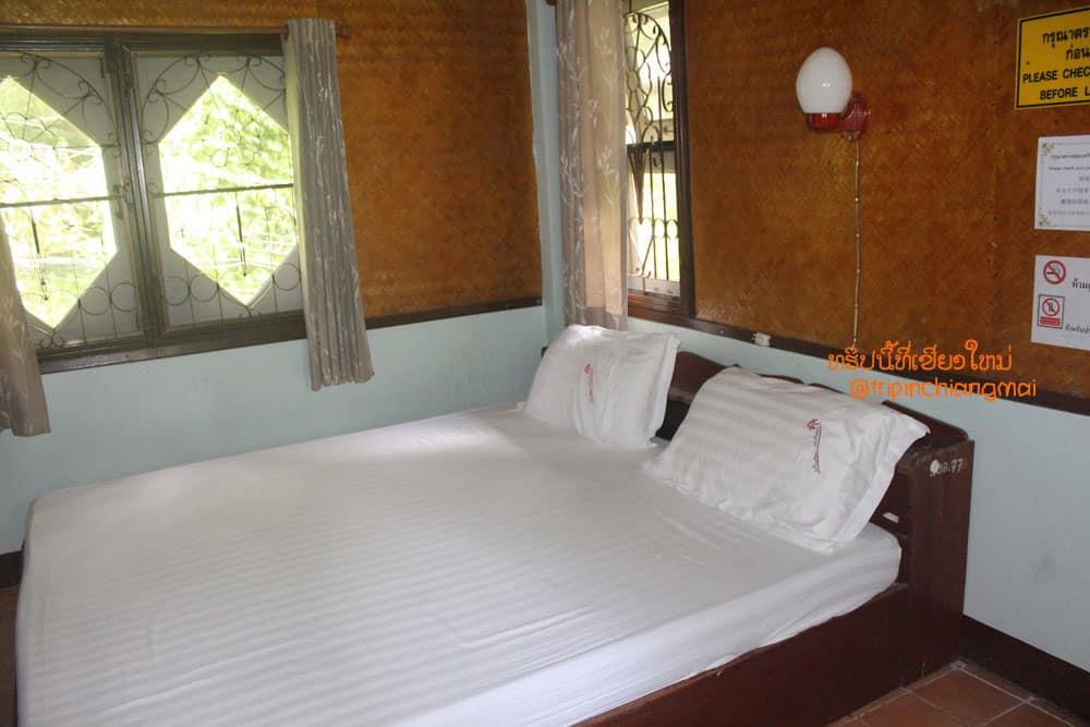 ห้องพักมีอ่างแช่น้ำแร่ น้ำพุร้อนสันกำแพง